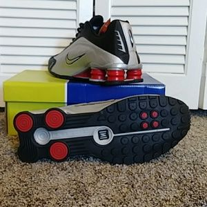 huge discount 01b4c 5adb3 Nike Shoes - Nike shox Nz R4. Size 11
